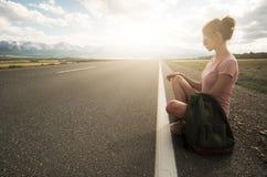 Voyage de randonneur de femme ext?rieur photo libre de droits