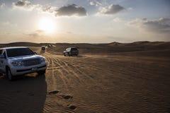 Voyage de voiture dans le désert Photos stock