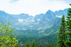 Voyage en Europe Endroit pour la hausse Montagnes et collines dans Tatra images stock