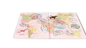 Voyage en l'avion sur la carte du monde Visas, timbres, joints dans le passeport Concept de course illustration libre de droits