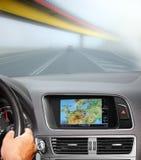Voyage en la voiture avec le système de navigation Image stock