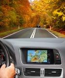 Voyage en la voiture avec le système de navigation Images libres de droits