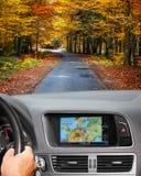 Voyage en la voiture avec le système de navigation Image libre de droits