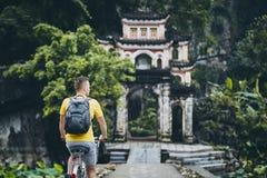 Voyage en le vélo au Vietnam image libre de droits