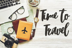 Voyage heure de voyager texte de concept, Ba de planification de vacances d'été Photo libre de droits
