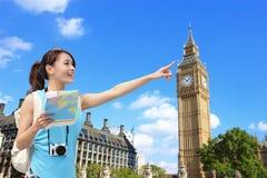 Voyage heureux de femme à Londres Image stock