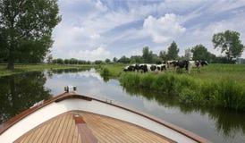 Voyage hollandais de bateau sur le fleuve photo libre de droits