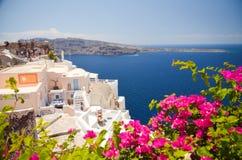 Voyage idyllique vers l'île de Santorini Images stock