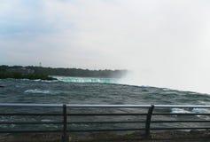 Voyage inoubliable d'été aux chutes du Niagara Cascade Image libre de droits