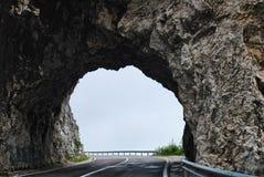 Voyage par de nombreux tunnels au nord du pays Image stock