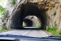 Voyage par de nombreux tunnels au nord du pays Images stock