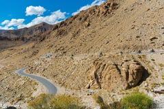 Voyage par la route au fond de montagnes de l'Himalaya du lardakh de leh, indi Photos stock