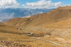 Voyage par la route au fond de montagnes de l'Himalaya du lardakh de leh, indi Image libre de droits