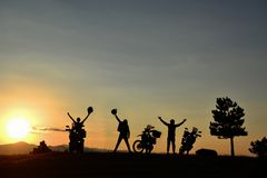 Voyage, succès augmentant, aventure et reconnaissance de moto photo stock