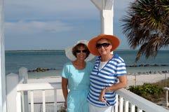 Voyage tropical d'amis aînés Images stock