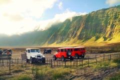 Voyage utilisant 4 WD Off Road en montagne de Bromo photo libre de droits