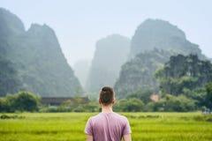 Voyageur au Vietnam images stock