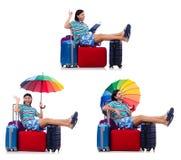 Voyageur avec la caisse rouge et parapluie d'isolement sur le blanc Photographie stock