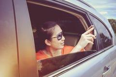 Voyageur capturant un moment parfait de voyage par la route des vacances de voyage Photo stock