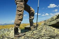 Voyageur dans montagnes Images libres de droits