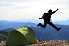 Voyageur dynamique, énergique et enthousiaste photographie stock libre de droits