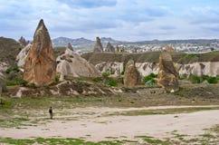 Voyageur en montagnes, Cappadocia, Turquie Photos libres de droits