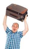 Voyageur enthousiaste se soulevant vers le haut de son bagage Image libre de droits