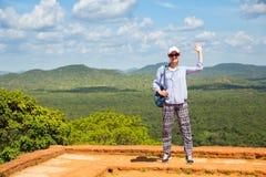 Voyageur féminin dans le monastère bouddhiste, Sigiriya photographie stock libre de droits