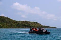 Voyageur pour snorkling sur le bateau Image libre de droits