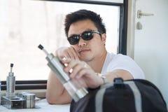 Voyageur solo de jeune homme thaïlandais image libre de droits