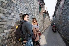 Voyageur thaïlandais d'amant dans Hutong photographie stock libre de droits