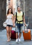 Voyageurs avec un sac à dos et des valises Images libres de droits