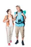 Voyageurs de sourire avec des sacs à dos sur un blanc Image stock