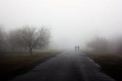 Voyageurs en brouillard Image libre de droits