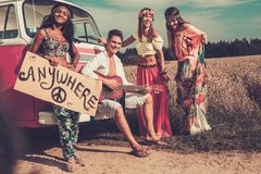 Voyageurs hippies multi-ethniques Image stock