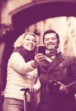 Voyageurs mûrs faisant le selfie Photographie stock libre de droits
