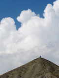 Voyageurs sur un dessus de montagne Photos libres de droits