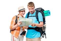 Voyageurs sur une hausse avec une carte et des sacs à dos Photos libres de droits