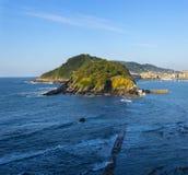 Voyagez à la ville de San Sebastian par la mer en été Photographie stock