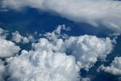 voyez des cumulus d'en haut images stock