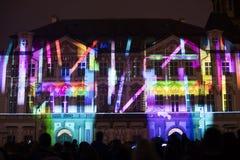 Voz das figuras videomapping claro no quadrado de cidades velho em Praga durante o festival 2016 da luz de sinal Imagem de Stock Royalty Free