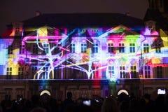 Voz das figuras videomapping claro no quadrado de cidades velho em Praga durante o festival 2016 da luz de sinal Foto de Stock
