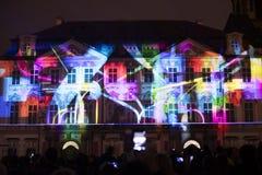 Voz das figuras videomapping claro no quadrado de cidades velho em Praga durante o festival 2016 da luz de sinal Foto de Stock Royalty Free