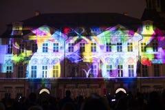 Voz das figuras videomapping claro no quadrado de cidades velho em Praga durante o festival 2016 da luz de sinal Imagens de Stock Royalty Free