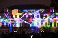 Voz das figuras videomapping claro no quadrado de cidades velho em Praga durante o festival 2016 da luz de sinal Imagem de Stock