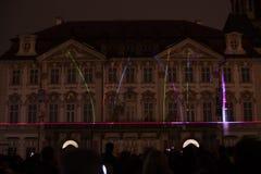 Voz de las figuras el videomapping ligero en el viejo cuadrado de ciudades en Praga durante el festival 2016 de la luz de señal Fotografía de archivo libre de regalías