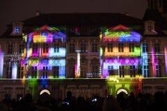Voz de las figuras el videomapping ligero en el viejo cuadrado de ciudades en Praga durante el festival 2016 de la luz de señal Foto de archivo