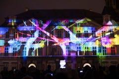 Voz de las figuras el videomapping ligero en el viejo cuadrado de ciudades en Praga durante el festival 2016 de la luz de señal Imagenes de archivo