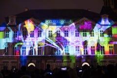 Voz de las figuras el videomapping ligero en el viejo cuadrado de ciudades en Praga durante el festival 2016 de la luz de señal Fotos de archivo