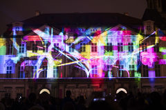 Voz de las figuras el videomapping ligero en el viejo cuadrado de ciudades en Praga durante el festival 2016 de la luz de señal Imagen de archivo